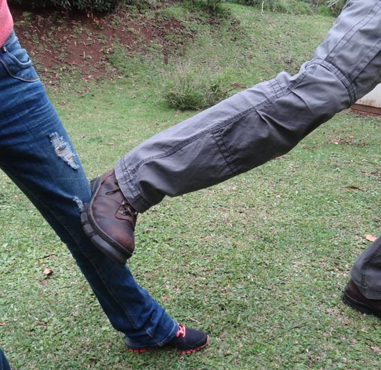 Stomp kick to knee with heavy boots