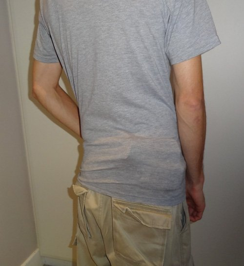 Handgun printing badly under a T-shirt - very visible